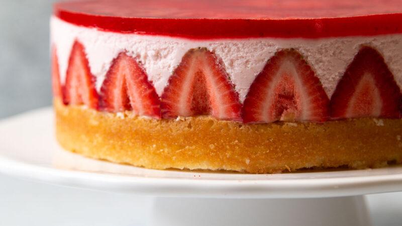 fresh strawberry yogurt mousse cake