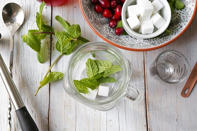 TheLittleEpicurean-cranberry-mint-julep1