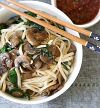 TheLittleEpicurean--mushroom-spinach-garlic-noodle