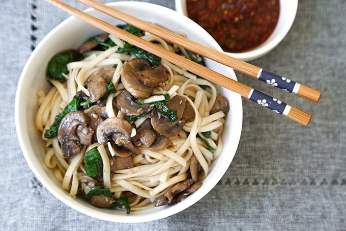 TheLittleEpicurean--mushroom-spinach-garlic-noodle