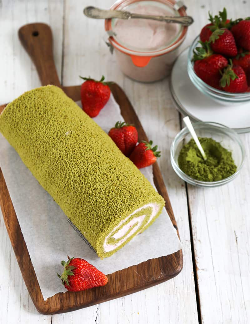 matcha green tea swiss roll cake with strawberry mousse. Black Bedroom Furniture Sets. Home Design Ideas