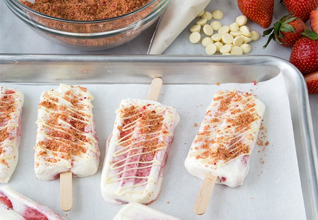 Strawberry Cheesecake Popsicles | The Little Epicurean