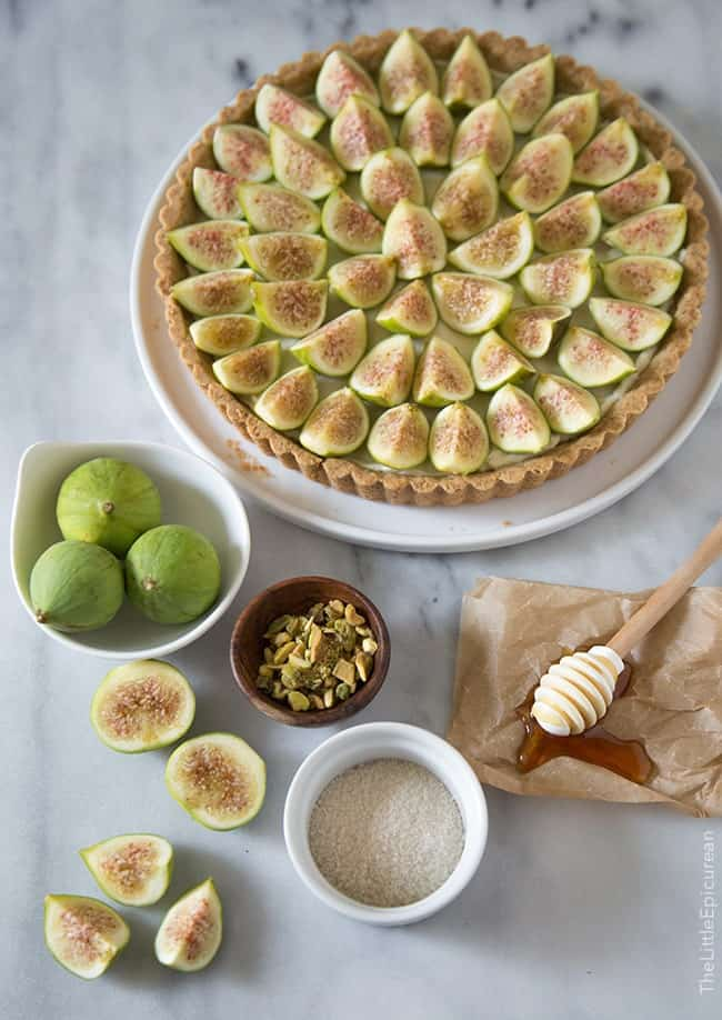 Fig Tart with honey and pistachios