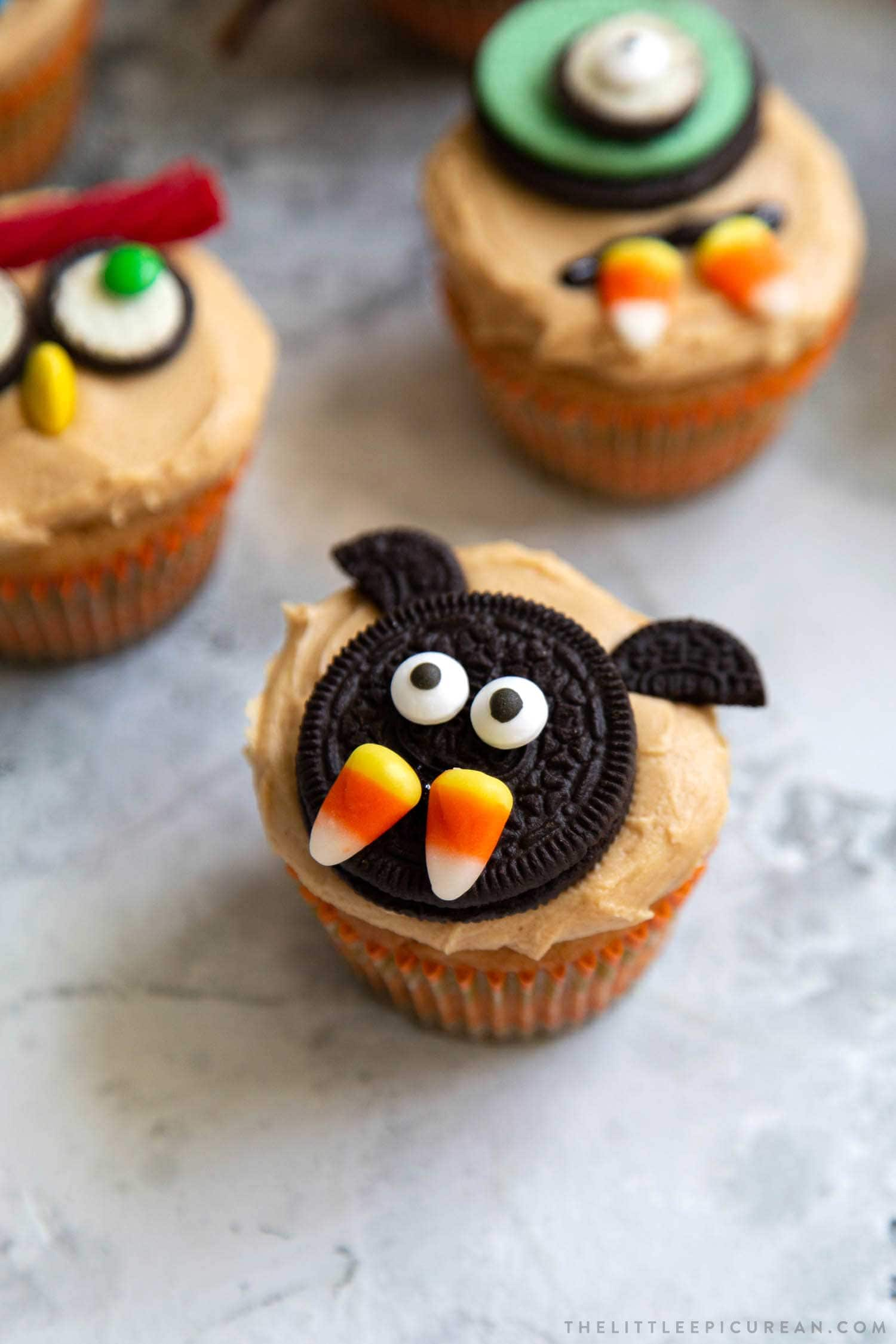 Candy Bat Halloween Cupcakes. Easy to decorate Halloween cupcakes using store-bought candies. This post contains 10 decor ideas!