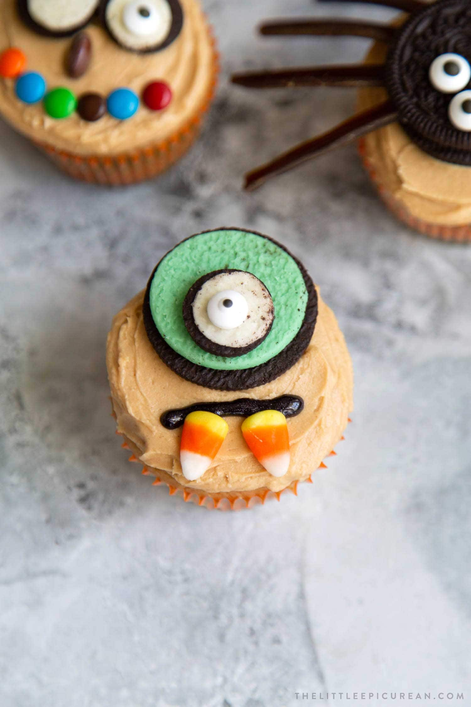 One Eyed Monster Cupcake. Easy to decorate Halloween cupcakes using store-bought candies. This post contains 10 decor ideas!
