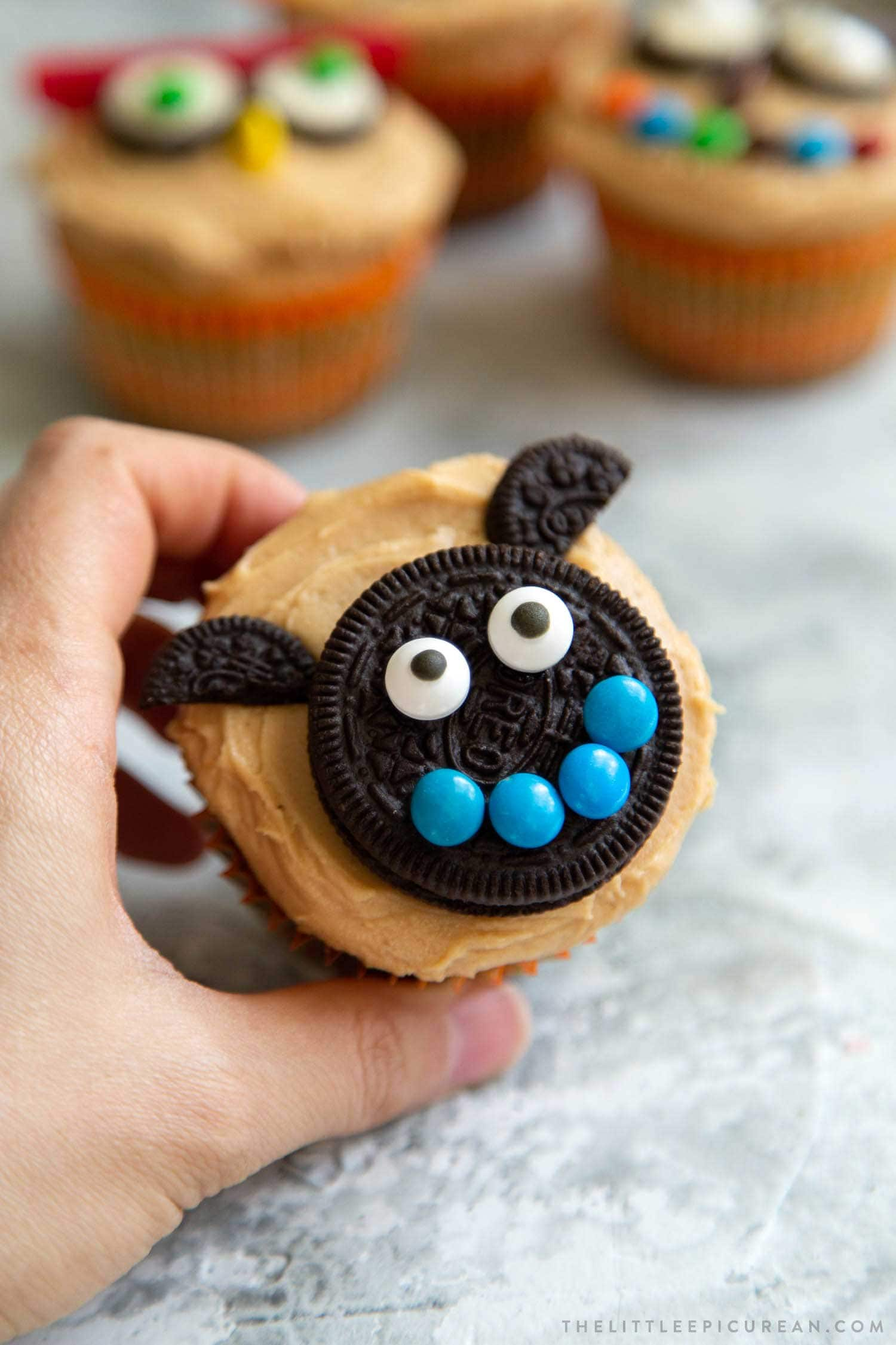 Smiling Bat Halloween Cupcakes. Easy to decorate Halloween cupcakes using store-bought candies. This post contains 10 decor ideas!