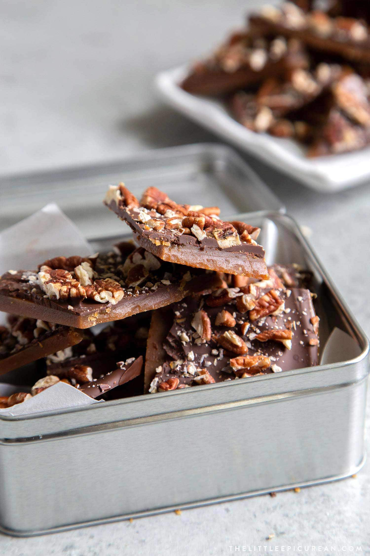 Homemade Pecan Chocolate Toffee Bark. This easy recipe is perfect for holiday gift giving. These DIY toffee candies make for great hostess gifts! #holidays #homemadegifts #DIY #homemadetoffee #toffee #toffeebark #chocolate