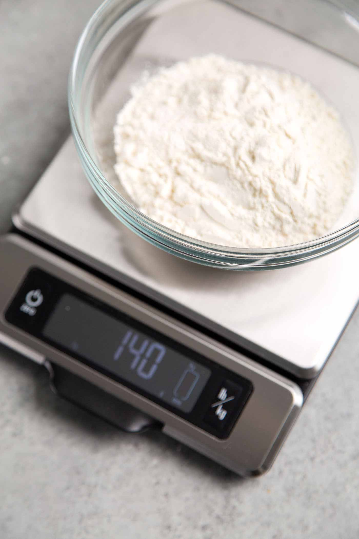 How to properly measure flour using kitchen scale